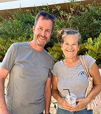 Susan fra Animal Rescue Kos og Lars fra Dyrlæger uden Grænser